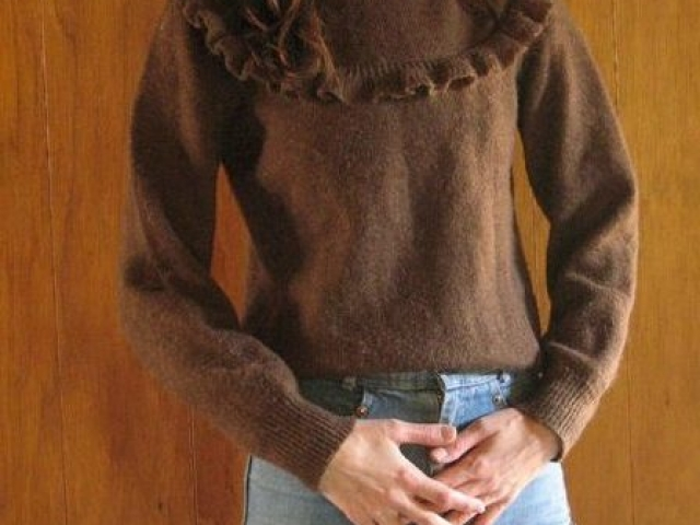 1970s chocolate WOOL RUFFLE neck sweater